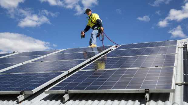 Article image for Government and industry not prepare for solar panel rush