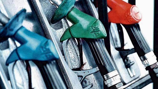 Article image for Petrol prices falling but fuel companies holding off savings