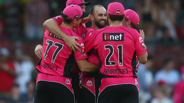 Article image for Hobart Hurricanes blown away by Nathan Lyon and Sydney Sixers