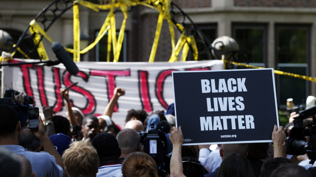 Article image for Protests in Minnesota, Louisiana after cop shootings