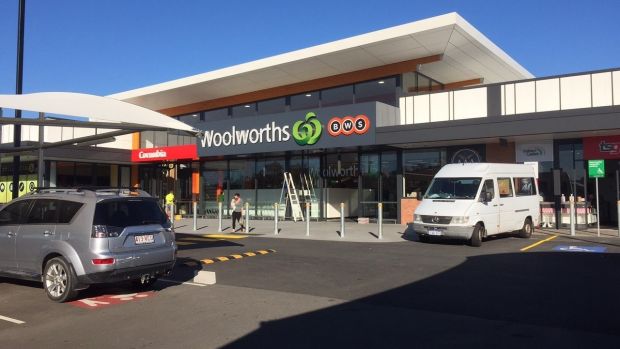 Article image for Woolworths announces massive job cuts and store closures