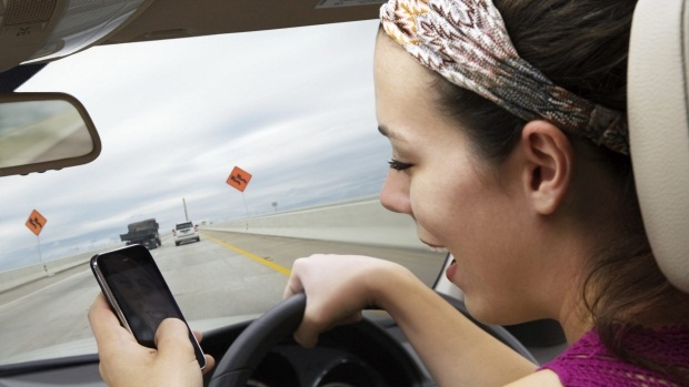 Article image for Drivers still reaching for phones despite hefty penalties