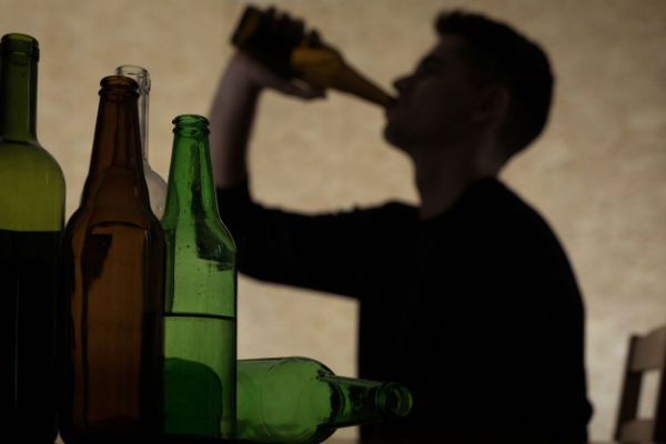 Research shows West Aussies drink to excess