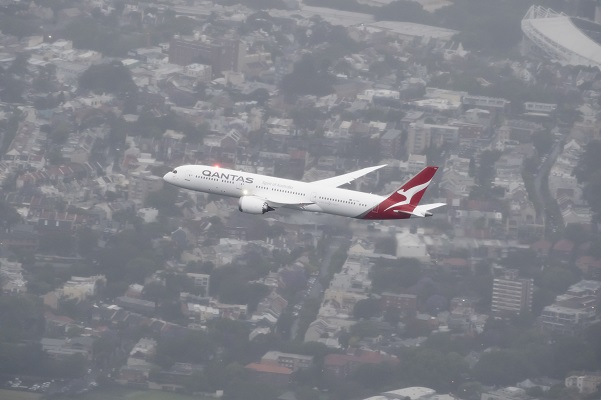 Dreamliner lands in Sydney
