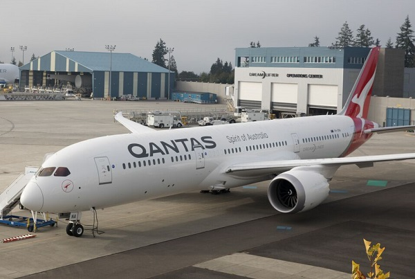 Qantas receives the Dreamliner