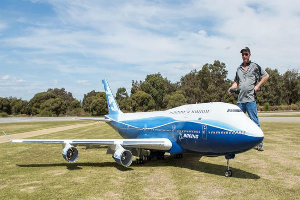 Local man build's gigantic radio controlled model aircraft