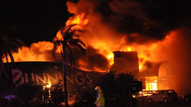 Inglewood Bunnings up in flames