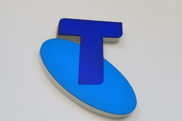 Telstra to bring call centres back to Australia