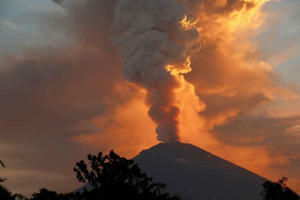 Mount Agung erupts again
