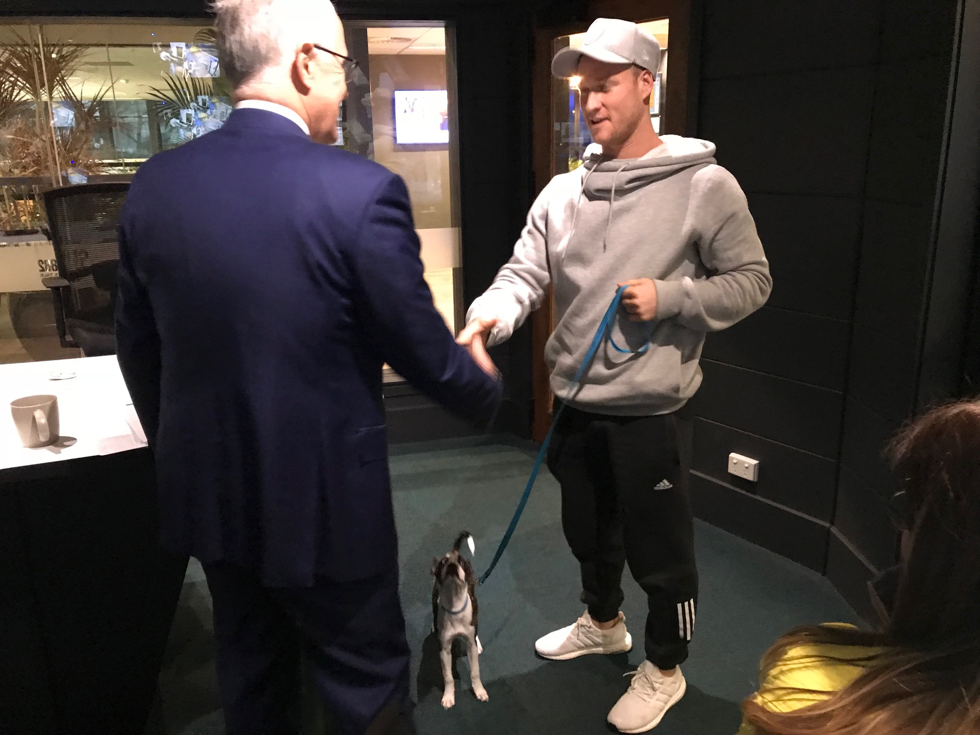 Brayshaw visits his Fremantle teammates