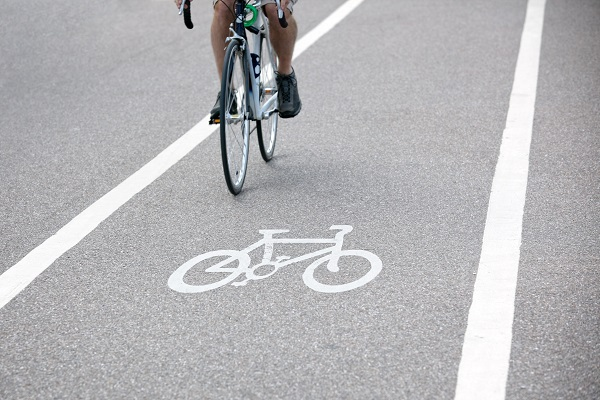 Cyclists Feel Safer Thanks to Minimum Passing Distance Laws
