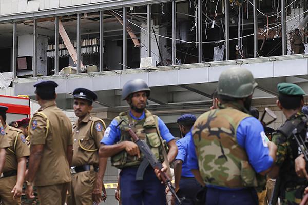 Two Australians are among hundreds killed in Sri Lanka bombings