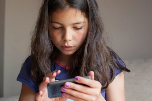 Device time puts children's eyesight at risk