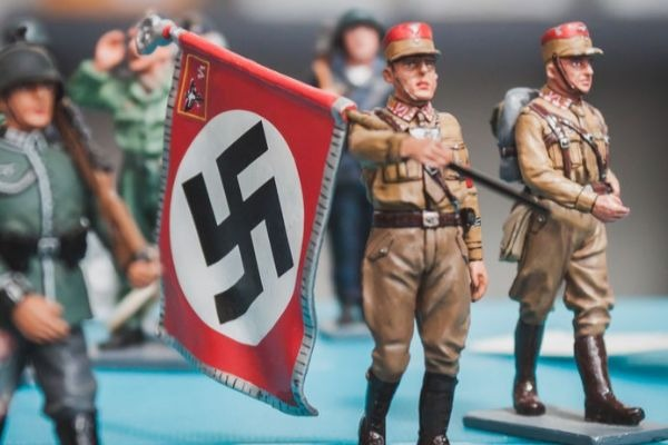 Auction slammed for selling Nazi memorabilia