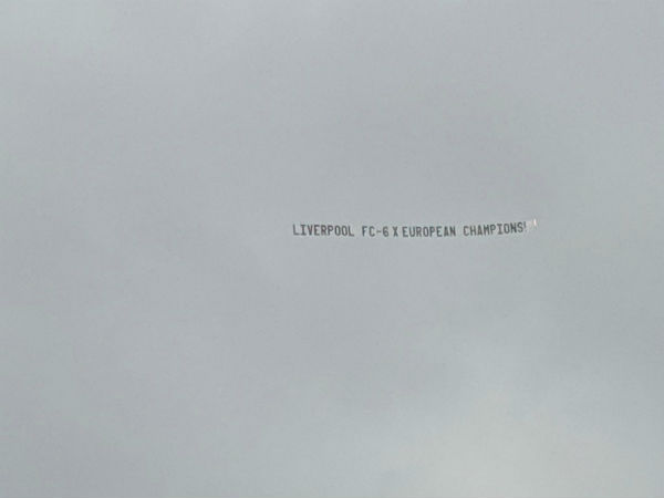 Liverpool fans troll Man United training session with plane message