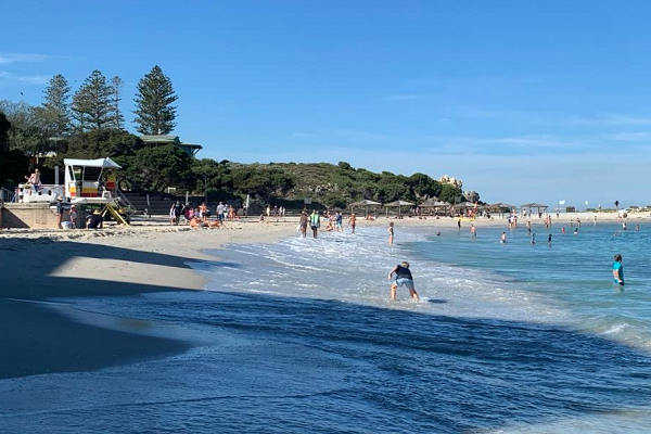 Perth beaches packed early on Good Friday
