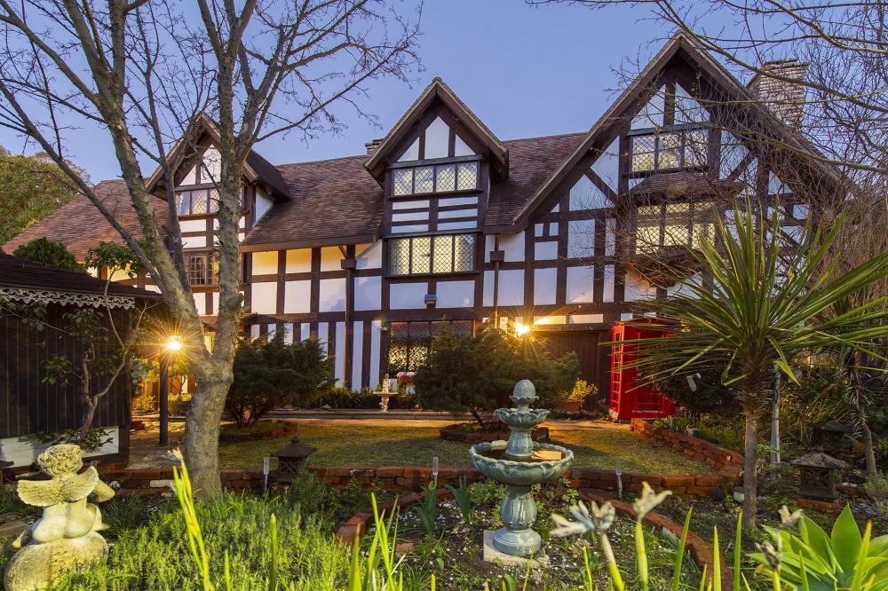 Shakespeare Replica House for sale