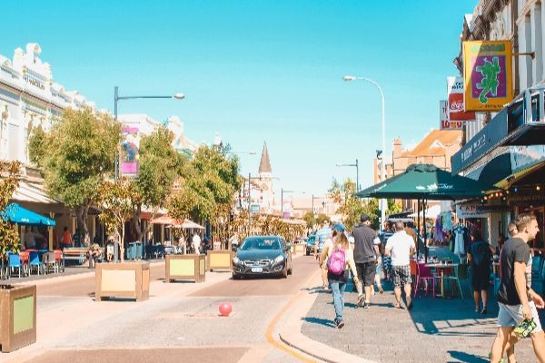 Is closing the Freo cafe strip to traffic a good idea?
