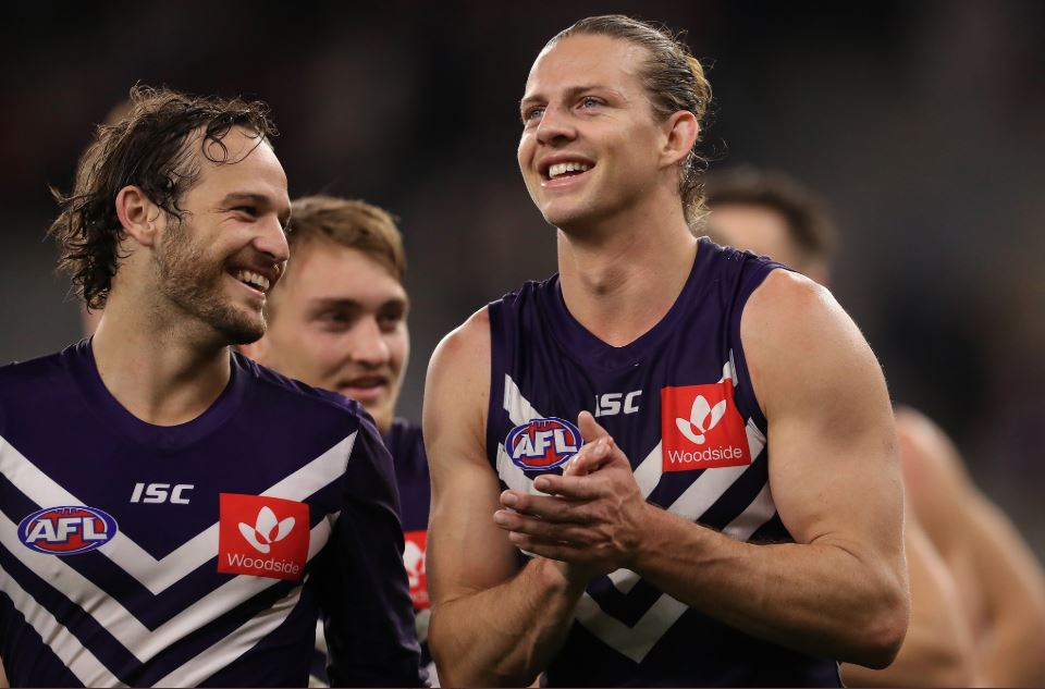 Dockers Hold Off Hawks