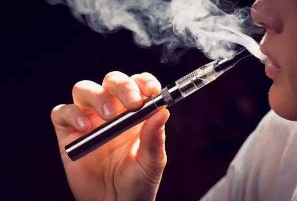 """""""Vaping can be your way out"""": Thousands behind petition to legalise e-cigs"""