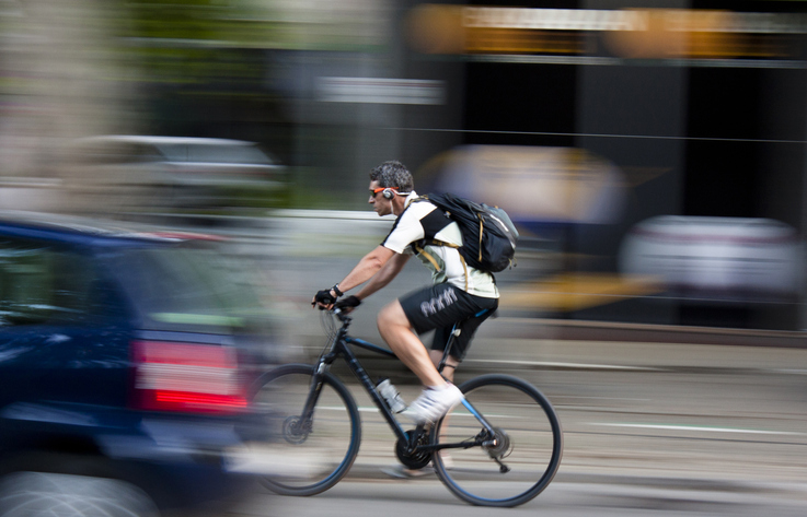 Article image for Aussies want cyclists banned from wearing headphones