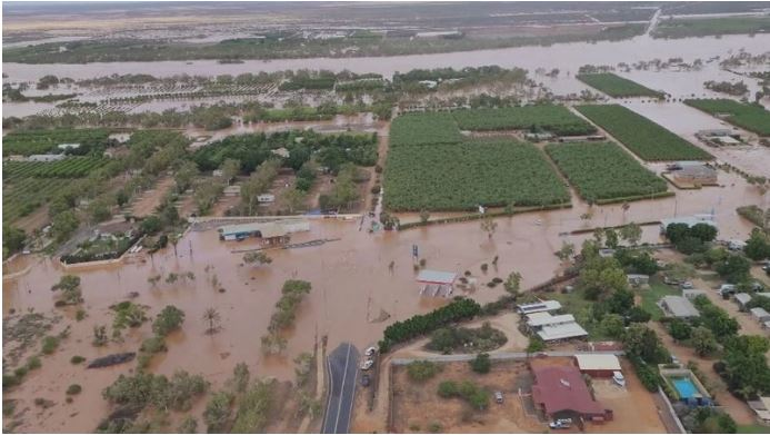 Article image for Carnarvon residents assess damage after worst flood in 11 years