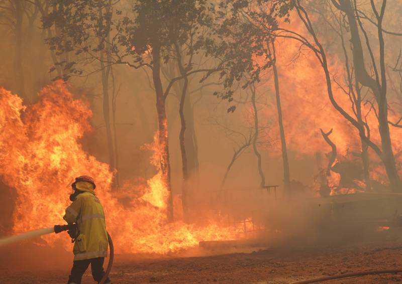 Article image for Raging inferno destroys 56 homes in Perth hills