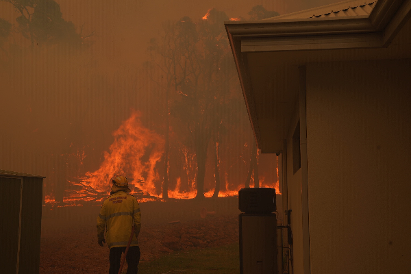 Favourable weather tonight as fire front grows