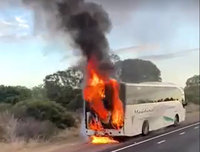 Article image for Bus fire causes traffic chaos on Kwinana Freeway