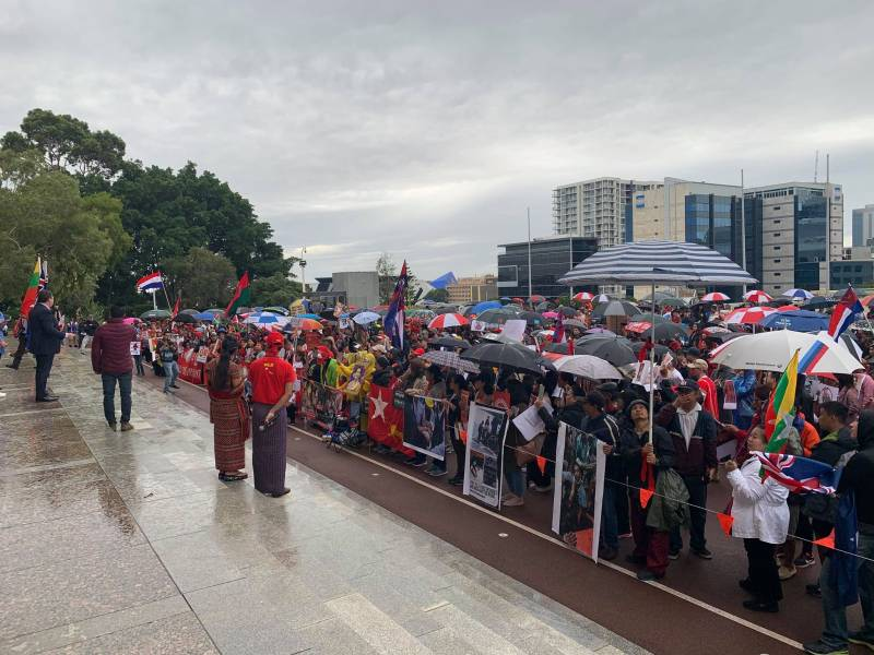 Article image for Hundreds rally in Perth to protest Myanmar military coup