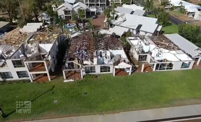 Article image for Looting begins in cyclone aftermath