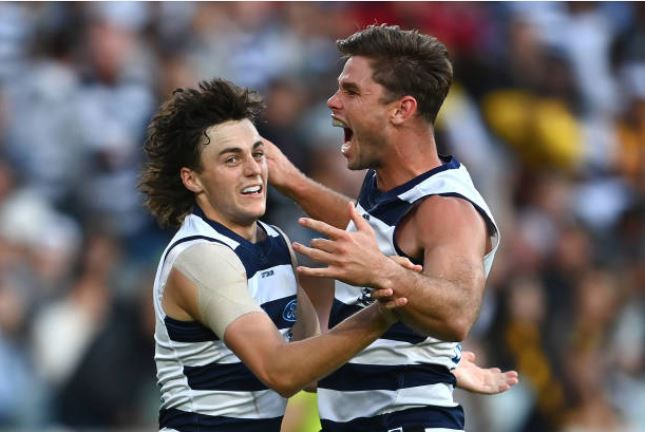 Article image for The Cats hold off the Hawks on Easter Monday!