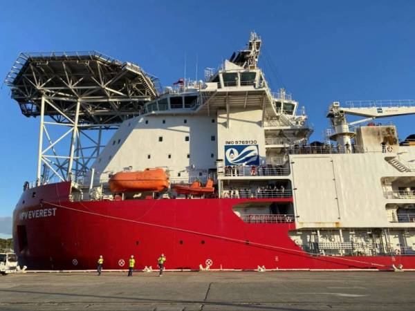 Article image for Union urges government to allow Antarctic supply ship crew to disembark in WA