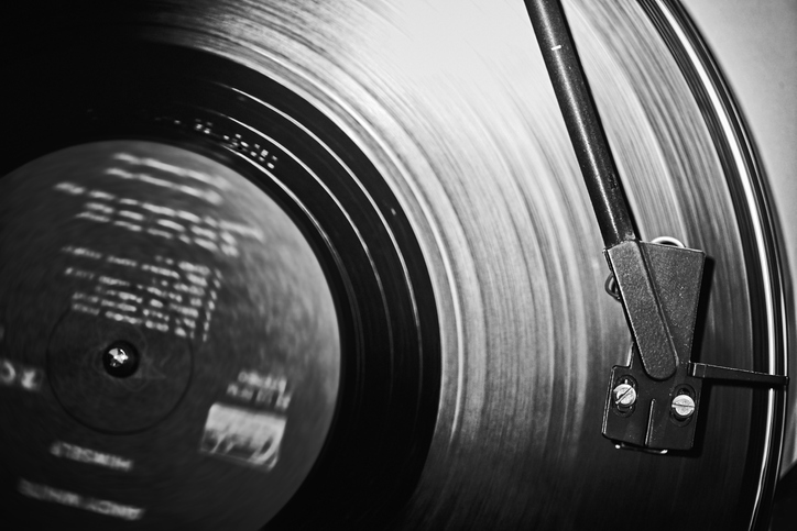 Article image for Why vinyl records are poised to outsell CDs