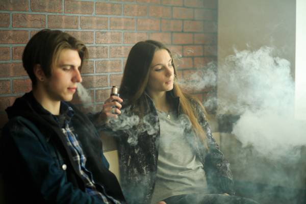 Article image for E-Cigarette advertising likened to old 'sexy' and 'masculine' tobacco ads