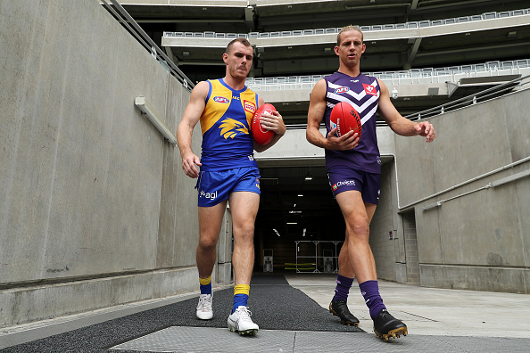 Article image for AFL clubs flee to Victoria amid COVID-19 outbreaks