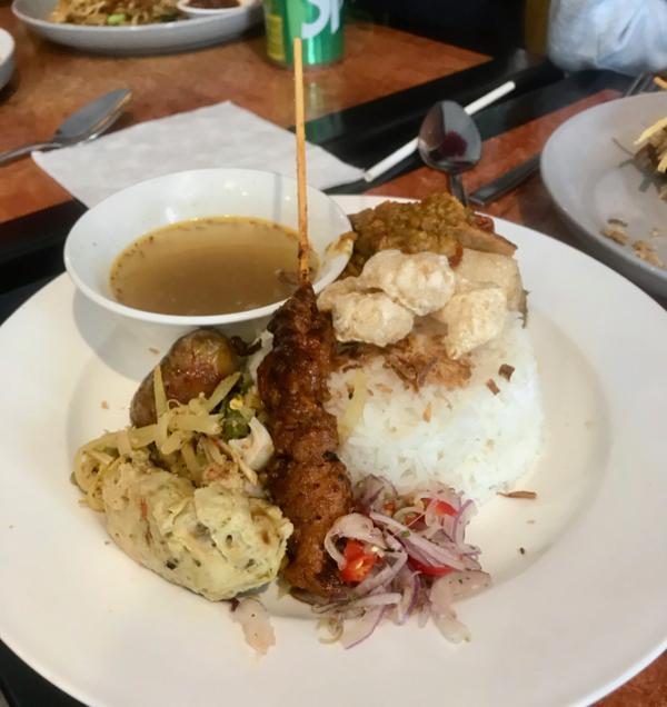 Nasi bali - babi guling