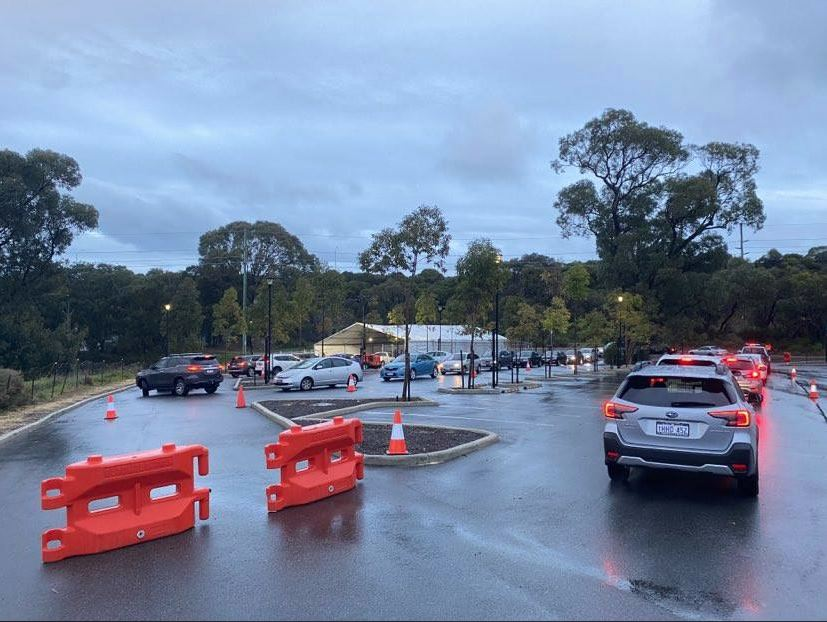 Article image for Long lines at testing clinics cause traffic chaos in Perth's north