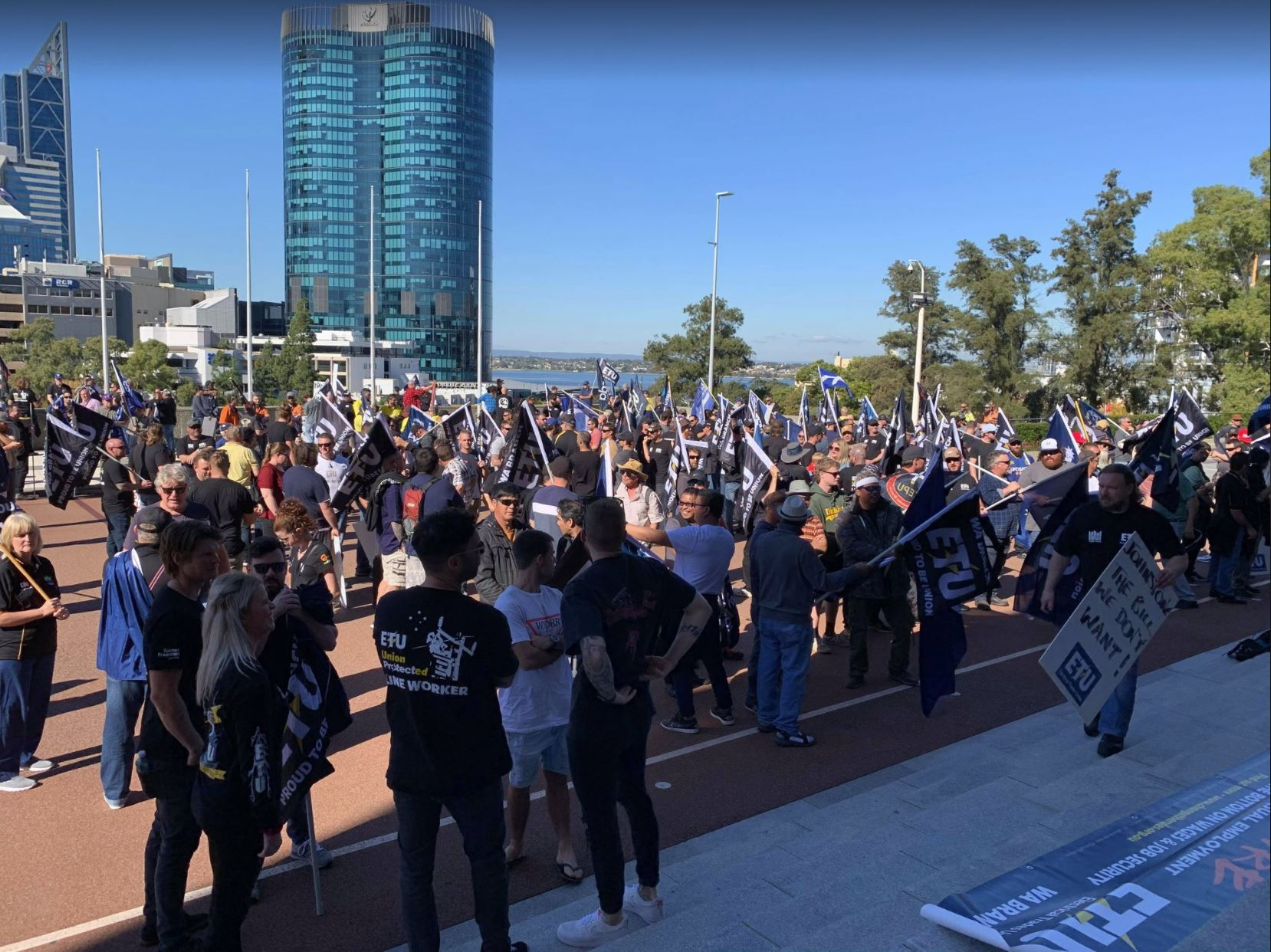 Article image for More than 750 Western Power workers walk off job