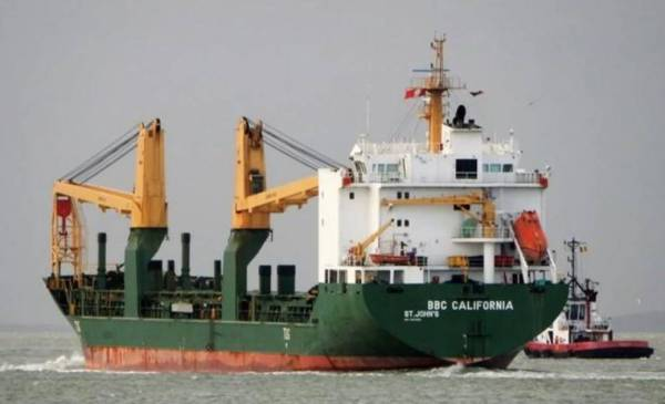 Article image for Ship with seven infected crew members to dock in Fremantle
