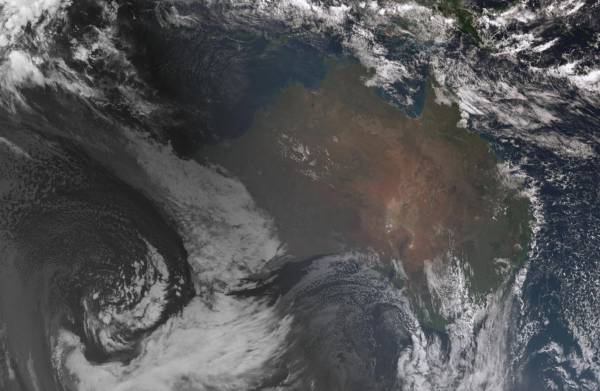 Article image for Perth braces for heavy rain and damaging winds as storm builds