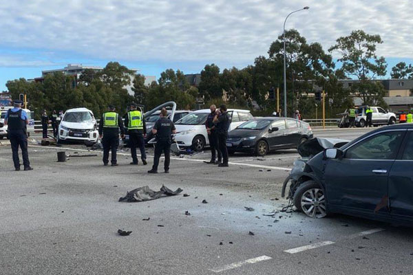 Article image for Serious crash closes Graham Farmer Freeway intersection