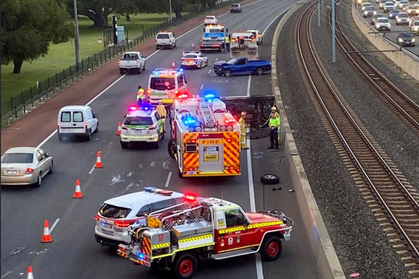 Article image for Freeway crash causes traffic chaos for Perth commuters